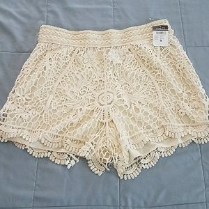 NWT RUE 21 LACED/LINED SHORT SIZE MEDIUM.